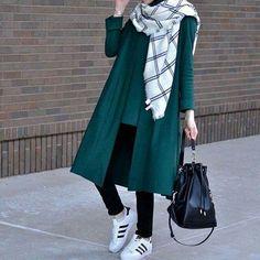 Arabic Style : Hijab Fashion 2017 : Comment avoir un Hijab street style tendance Hijab Fashion 2017, Street Hijab Fashion, Fashion Wear, Trendy Fashion, Fashion Outfits, Jackets Fashion, Casual Hijab Outfit, Hijab Chic, Hijab Dress