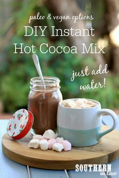 Recipe: DIY Instant Hot Chocolate Mix This DIY Hot Cocoa Mix Recipe in a Jar takes just minutes to m Hot Chocolate Without Milk, Sugar Free Hot Chocolate, Homemade Hot Chocolate, Hot Chocolate Recipes, Chocolate Gifts, Sugar Free Hot Cocoa Mix Recipe, Hot Cocoa Mix Recipe Without Powdered Milk, Milk Powder Recipe, Cocoa Powder Recipes