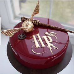 AmourDuCake on YES OR NO Harry Potter cake by nivskaya its so beautiful perfect for fans od Harry Potter. Harry Potter Desserts, Bolo Harry Potter, Gateau Harry Potter, Harry Potter Birthday Cake, Harry Potter Food, Harry Potter Wedding, Harry Potter Cupcakes, Crazy Cakes, Fondant Wedding Cakes