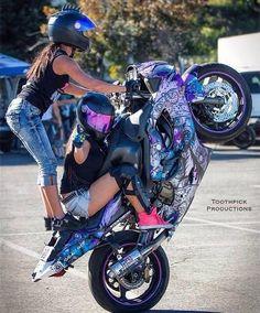 Image in MoTo :) collection by Žìżõű Ãnöûshä on We Heart It Biker Boys, Biker Girl, Motorbike Girl, Motorcycle Bike, Girl Motorcyclist, Chicks On Bikes, Stunt Bike, Dirt Bike Girl, Harley Davidson