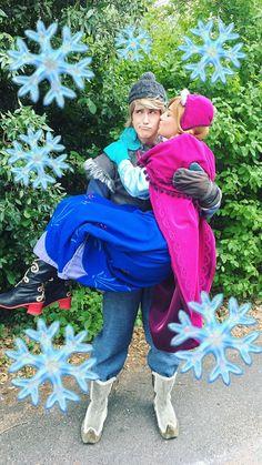 Anna and Kristoff - Parchen Fotos Anna Costume, Hallowen Costume, Frozen Costume, Scary Costumes, Cute Costumes, Couple Halloween Costumes, Cosplay Costumes, Cosplay Ideas, Walt Disney