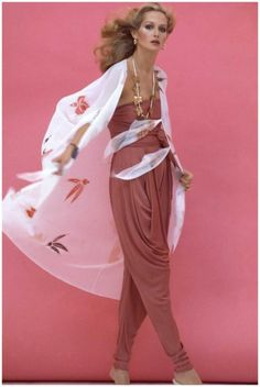 Model Shelley Smith The oriental trend of 1977 Photo Jacques Malignon 1977 Fashion, Foto Fashion, Seventies Fashion, Vogue Fashion, Fashion History, Fashion Models, Look Retro, Look Vintage, Vintage Mode