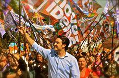 """A pesquisa Vox Populi divulgada nesta sexta-feira, 28, mostra o candidato Ratinho Junior com 33% contra 23% de Luciano Ducci. Em relação a pesquisa anterior, Ratinho Jr cresceu 5 pontos e manteve a liderança e o candidato Luciano Ducci caiu 4 pontos. """"A onda das novas ideias está tomando conta de Curitiba. As pessoas estão percebendo a dimensão renovadora, a consistência e seriedade do nosso projeto para cidade."""", disse Ratinho Junior."""