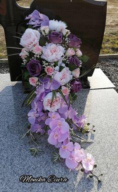 Funeral Sprays, Cemetery Flowers, Cross Stitch Flowers, Ikebana, Memorial Day, Floral Arrangements, Marie, Pergola, Floral Wreath