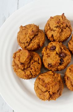 Whole wheat, naturally sweetened peanut butter pumpkin muffins, with optional chocolate chips - just 1 bowl and 30 minutes!