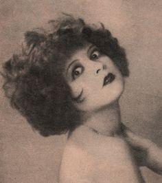 clarabowarchive:  Vamp Eyes ☆ Clara Bow circa 1925☆ Photo by Edwin Bower Hesser ☆