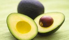 Comer abacate regularmente pode melhorar a qualidade na só da sua dieta, mas também de alguns marcadores importantes para a saúde, de acordo com uma nova análise.