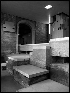 Carlo Scarpa. Stampalia. Steps to canal entry. Travertine and concrete. Black and white photography. #scarpa