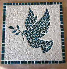 Colombe - Moldy Tutorial and Ideas Mosaic Tray, Mosaic Tile Art, Mosaic Artwork, Mirror Mosaic, Mosaic Glass, Mosaic Animals, Mosaic Birds, Mosaic Art Projects, Mosaic Crafts