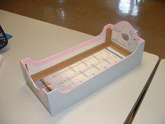 lit de poupée en carton