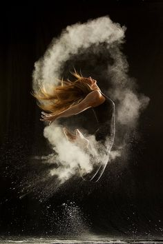 Powder Can Capture the Fluidity of Dance via @mental_floss (More photos here: http://www.flickr.com/photos/gestiefeltekatze/sets/72157630934367094/)