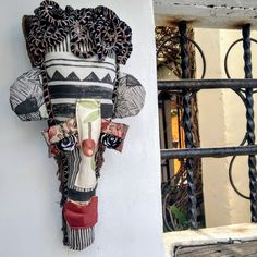 Textile and Palm Contemporary African Masks - &Banana Concept Store Quirky Decor, African Masks, African Jewelry, Chanel Boy Bag, Great Artists, Masquerade, Jewelry Crafts, Vibrant Colors, Kimono Top
