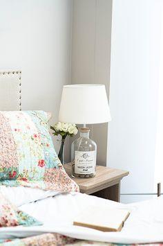 ¡Atrévete con una #Lámpara con #Actitud! #Botella #Iluminación #Dormitorio
