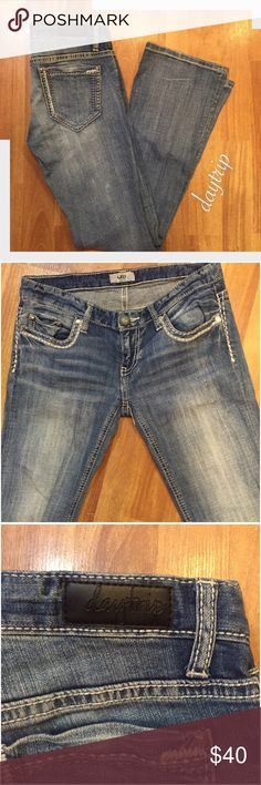 Trendy Daytrip Jeans in Excellent Condition Daytrip Jeans, barely worn! Purchased from Buckle. Low rise, boot cut. No stains or signs of wear. Open to reasonable offers! Daytrip Jeans Boot Cut