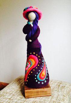 Vellonas de Fieltro Felt Diy, Felt Crafts, Shibori, Felt Angel, Needle Felting Tutorials, Clothespin Dolls, Small Sculptures, Waldorf Dolls, Wet Felting