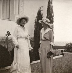 "Empress Alexandra Feodorovna of Russia with Princess Tatiana Konstantinovna Romanova of Russia at Kichkine in 1914.    ""AL"""