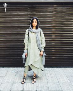 Iranian women are using Fashion in protest to wearing hijabs by force . Abaya Fashion, Modest Fashion, Women's Fashion Dresses, Girl Fashion, Womens Fashion, Street Style Summer, Street Style Women, Women In Iran, Teheran