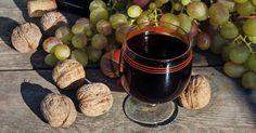"""750g vous propose la recette """"Vin de noix"""" publiée par pierreAfG."""