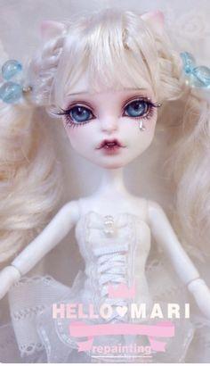 Catrine // white // alice-y // bangs
