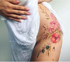 I'm in love with this flower tattoo x