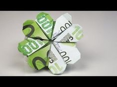 Money gift Idea for birthday: fold shamrock out of euro banknotes. Origami instructions for making a creative money gift for … Origami Simple, Useful Origami, Origami Butterfly, Origami Flowers, Money Origami, Origami Easy, Christmas Origami, Christmas Gifts, Christmas Design