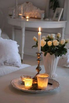 New breakfast in bed romantic shabby chic Ideas White Cottage, Rose Cottage, Shabby Chic Cottage, Bougie Partylite, Bougie Candle, Romantic Shabby Chic, Romantic Homes, Romantic Mood, Shabby Chic Bedrooms