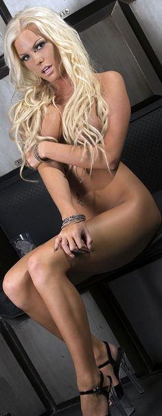 Lover & Admirer of all Blonde Barbie Goddesses & Bimbos