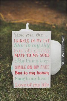 teal and red wedding sign   VIA #WEDDINGPINS.NET