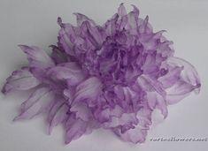 Синтетические ткани для цветов   Vortex Flowers Silk Flowers, Paper Crafts, Plants, Diy, Jewelry, Things To Do, Fabric Flowers, Jewlery, Tissue Paper Crafts