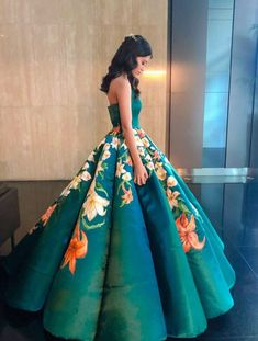 Diseña y pinta su propio de vestido de graduación el resultado es digno de una princesa