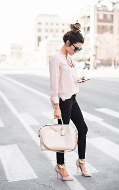 Blush Knot Top Black Denim Blush Embellished Heels Nude Handbag Pink and Black Casual Chic Street Style Hello Fashion Chic Chic, Look Chic, Casual Chic, Classy Chic, Classy Heels, Classy Outfits, Casual Outfits, Cute Outfits, Work Fashion
