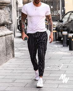 Casual low-top sneaker outfits shirts men looks, roupas para homens, looks Casual Wear For Men, Stylish Mens Outfits, Skinny Fashion, Fashion Pants, Fashion Men, Male Summer Fashion, Fashion Blogs, Fashion Styles, Men Looks
