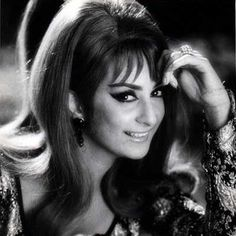 Saira Bano with the hairstyle that was injected with volume at the top and a little flip at the bottom was immensely popular all over the world