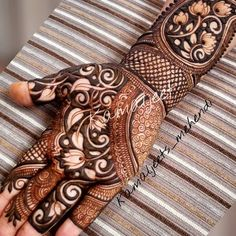 Mehndi is used for decorating hands of women during their marriage, Teej, Karva Chauth. Here are latest mehndi designs that are trending in the world. Traditional Mehndi Designs, Indian Mehndi Designs, Stylish Mehndi Designs, Mehndi Design Pictures, Wedding Mehndi Designs, Latest Mehndi Designs, Mehndi Images, Mehndi Desighn, Mehendi