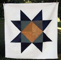 Jackson Star Quilt by Maura Grace Ambrose of Folk Fibers Mini Quilts, Amische Quilts, Big Block Quilts, Star Quilts, Quilt Blocks, Half Square Triangle Quilts, Star Quilt Patterns, Loom Patterns, Quilting Designs
