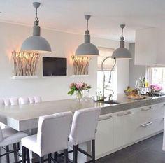 Prachtige strakke keuken met landelijke details