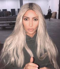 Pinterest: DEBORAHPRAHA ♥️ Kim kardashian platinum blonde hair color