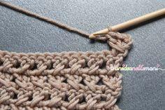 scaldacollo all'uncinetto spiegazioni, Crochet Curtain Pattern, Crochet Curtains, Curtain Patterns, Crochet Stitches, Knit Crochet, Crochet Patterns, Crochet World, Crochet Bracelet, Neck Warmer