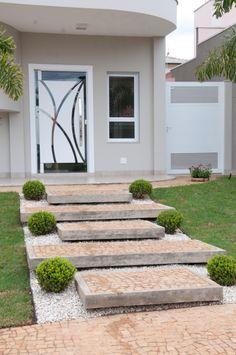 Hall de entrada externo porta vidro jateado adesivado