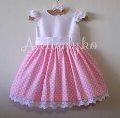 A mamãe Fabiana, este ano, nos pediu um vestido, com tecido de bolinhas para o tema Minnie, mostramos algumas opções e ela escolheu es...
