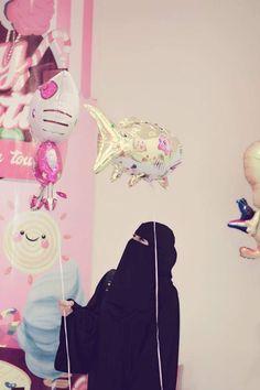 Hidden Face Dpz, Hijab Dpz, Niqab Fashion, Stylish Hijab, Birthday Wallpaper, Hijab Niqab, Muslim Women Fashion, Arabic Henna, Snapchat Picture