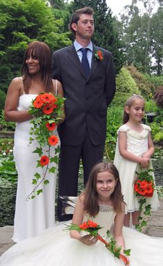 shower bouquet of ivy and orange gerbera, bridesmaids designs to compliment