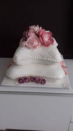 Pillow Wedding Cakes, Pillow Cakes, Pillows, Red Rose Wedding, Custom Cakes, Red Roses, Desserts, Decorating Cakes, Tortilla Pie
