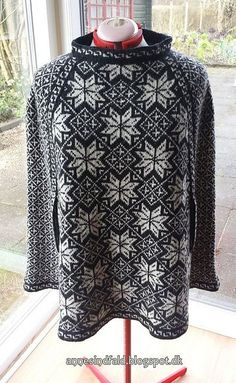 Ravelry: Nordiske stjerner - Nordic stars - Poncho, Top-Down pattern by Anne Holtegård.not crazy about the neck, but like the rest Sweater Knitting Patterns, Knitting Designs, Knit Patterns, Knitting Projects, Norwegian Knitting, Poncho Tops, Fair Isle Pattern, How To Start Knitting, Fair Isle Knitting