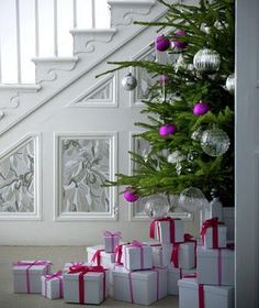 10 DIY Holiday and Christmas Decorations | Festive decorating and entertaining ideas that are simple to pull together.