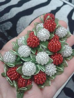 Embroidery Jewelry, Hand Embroidery, Pearl Headband, Ribbon Work, Thread Crochet, Ornament Wreath, Fabric Flowers, Christmas Wreaths, Most Beautiful