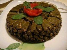 Ντολμαδάκια από την Κωνσταντία την Σμυρνιά. Τι χρειαζόμαστε: 250 γρ. αμπελόφυλλα(μικρά και τρυφερά) 1 ματσάκι φρέσκα κρεμμυδάκια ψιλοκομμένα 2-3 κρεμμύδια τριμμένα 250 γρ. ρύζι Καρολίνα 1-2 φρέσκες ώριμες ντομάτες τριμμένες!!!!!!!!! 1/2 ματσάκι μαϊντανό ψιλοκομμένο λίγο δυόσμο ψιλοκομμένο 1 κούπα ελαιόλαδο 1 1/4 κούπα βραστό νερό χυμό από 1 1/2 λεμόνι αλάτι, πιπέρι 1/2 κουταλιά ζάχαρη!!!!!!!!!!! Πώς …