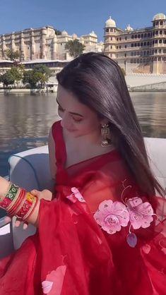Indian Bridal Outfits, Indian Fashion Dresses, Indian Designer Outfits, Bollywood Wedding, Bollywood Girls, Beautiful Dress Designs, Beautiful Dresses, Bridal Portrait Poses, Lehenga Saree Design