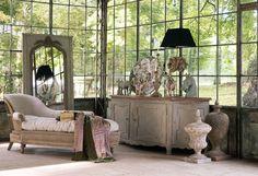 Bois et coton - L 198 x P 81 x H84 – 2 750 € Buffet Barbantane Orme et pin - L 225 x P 63 x H 82 cm - 2 384,50 € Miroir Watteau Coloris vert de gris / doré – L 103 x P 4 x H 190 cm – 850 €