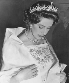 The Lotus tiara was later passed from Queen Elizabeth to her younger sister, Princess Margaret, who wore it frequently in the earlier part of her life. Prinz Philip, Prinz William, Windsor, Royal Princess, Princess Diana, Royal Life, Royal House, Royal Tiaras, Tiaras And Crowns